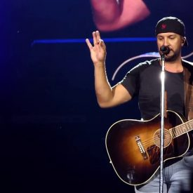 Luke Bryan – Graduation & Save The Date (BB&T Pavillion) Camden,Nj 5.31.19